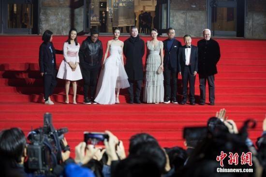 2017年全国电影总票房破500亿元 国产片占比过半