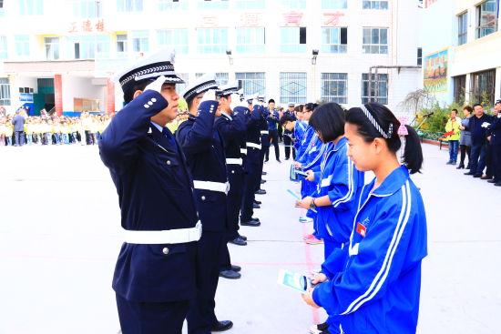 青海高速交警杯获奖作品授书仪式在乐都举行