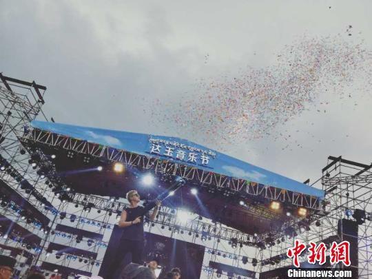 第五届达玉风马音乐节在青海海北举行